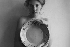 Francesca Woodman (1958-1981) - Woman with Large Plate, Roma 1978.