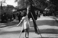 Robert Doisneau - La petite Monique, Paris, 1934
